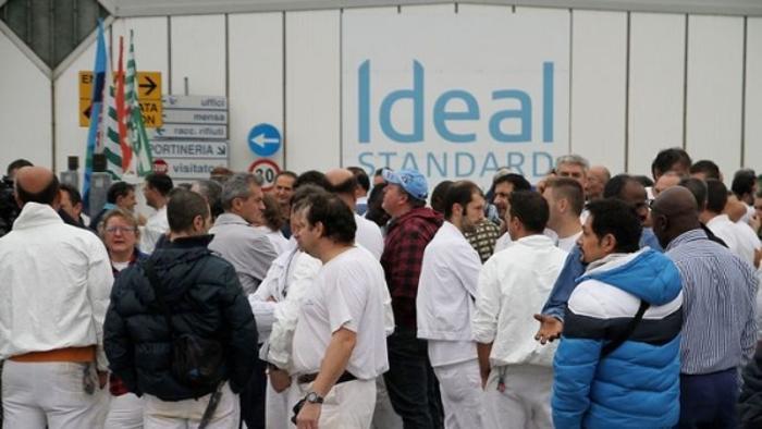 operai sciopero Ideal Standard